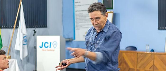 Fabio Jacques apresenta palestra na JCI Novo Hamburgo